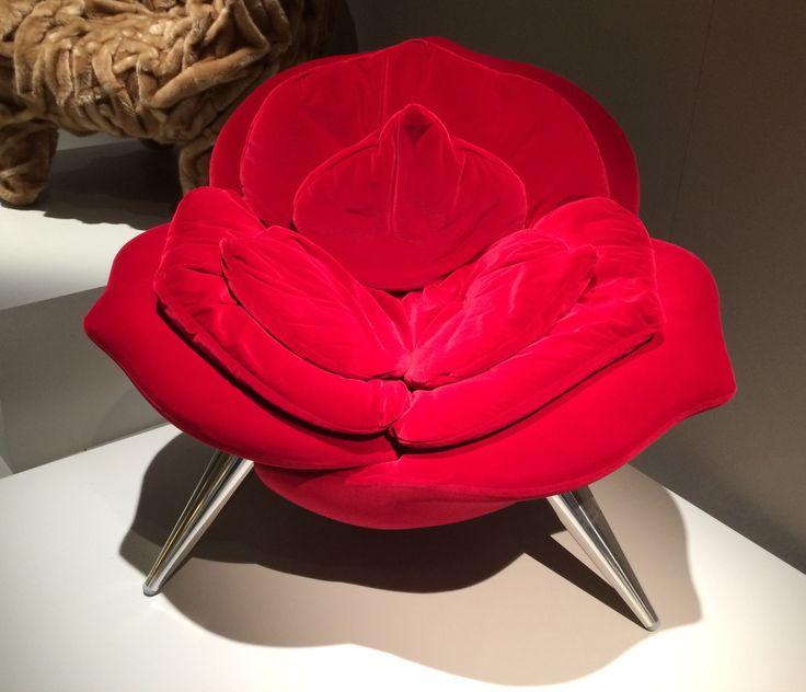 Poltrona clássica para decoração no estande da Edra, no Feira do Móvel de Milão 2014 - Poltrona Rose Chair de Masanori Umeda (1990) . #isaloni2014