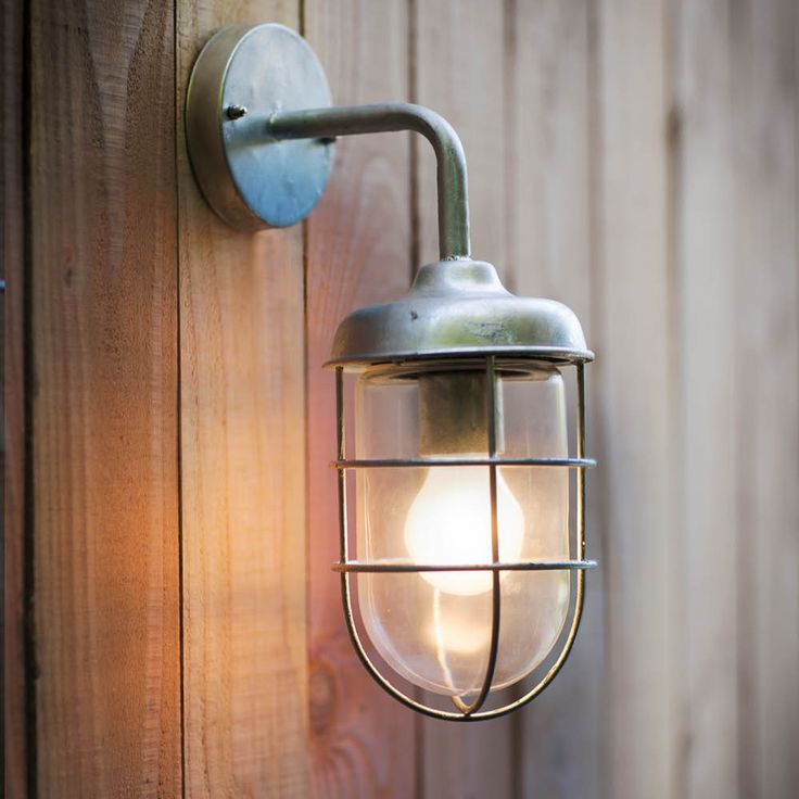 25 beste idee n over veranda lampen op pinterest voordeur planters veranda bloembakken en. Black Bedroom Furniture Sets. Home Design Ideas