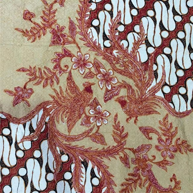 Sutra Baron ATBM Pola Kemeja  *warna 100% tidak sama persis dengan aslinya, karena pengaruh pencahayaan dan daya tangkap kamera*  WA 082329397424    #batik #batikindonesia #batikpekalongan #batikcirebon #batiksolo #batiktulis #batikjogja #akucintabatik #cintabatik #liempingwie #hokokai #jualbatiktulis #batikencim #sarungbatik #sarung #kainbatikhalus #kainbatiktulis #batiklawasan #batiksutra #kemejasutra #batikpremium #iwantirta #batikklasik #batikklassik #batikantik #batikrepro #l...