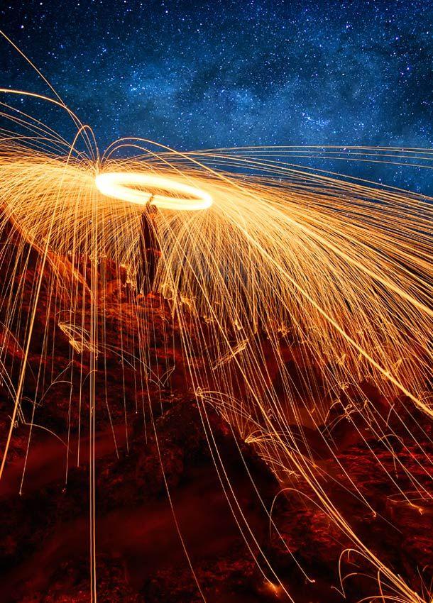 Eruption Light Painting – Photographie par AtomicZen