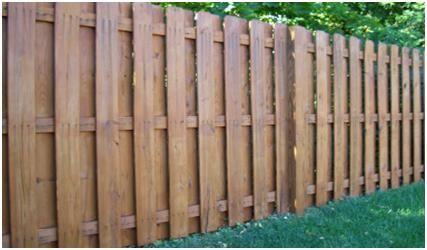"""Деревянный забор своими руками, особенности монтажа деревянного забора, пропитанного антисептиком методом """"вакуум-давление-вакуум"""" на деревянных столбах"""