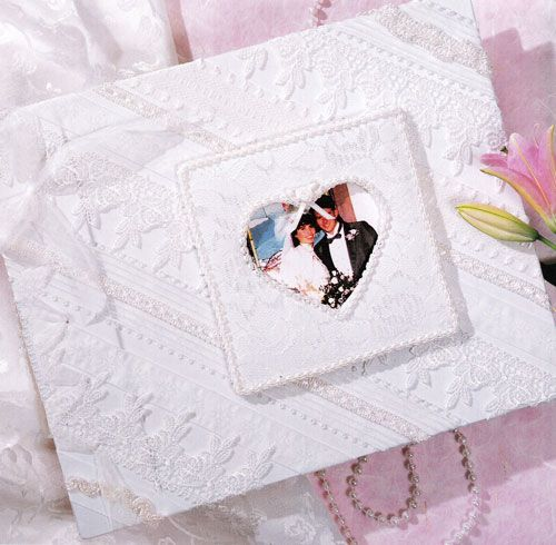 http://www.howtoplanasecondwedding.com/secondweddinggiftideas.php provides some information on the various types of gifts that can be provided to the bride and groom for the second wedding.