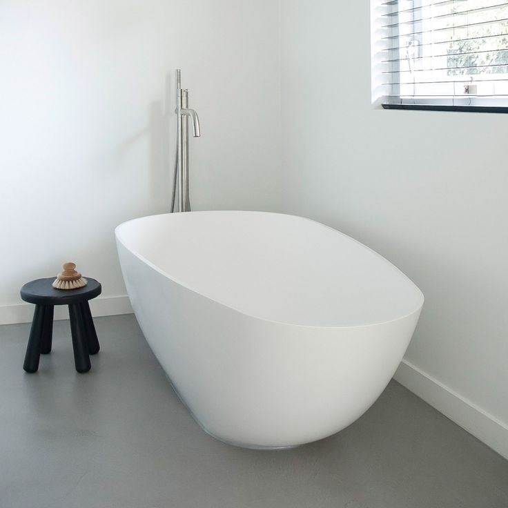 Baths by Clay - Projects: 'Jantine's home renovation' Freestanding Ark bathtub in white solid surface. Made to measure bathroom furniture by www.bathsbyclay.com