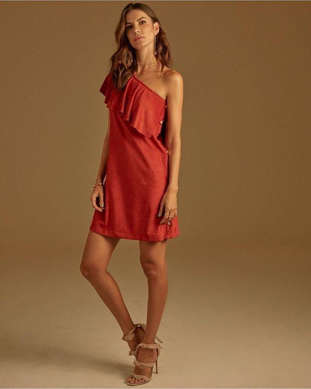 0863dfaae3c77 A Emporio Luquetti investe na mulher dinâmica, delicada e sofisticada, que  emana feminilidade com