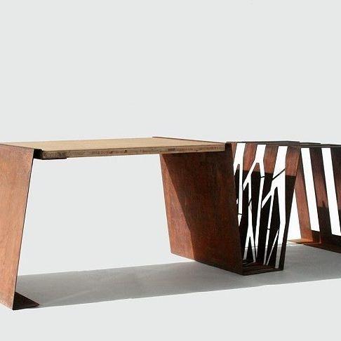 DUO unisce l'uso di una panchina con quello di una rastrelliera. Ideale per una sosta urbana o per essere collocata in giardino. Design @sudmisura #trackdesign #corten #urban #inspiration #forniture #street #decor #pattern  #arredourbano #cortensteel #woo