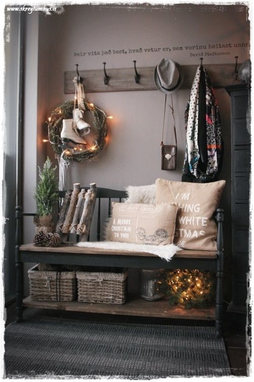 A Welcoming Entryway!  This bench is absolutely perfect!  - Skreytum Hus