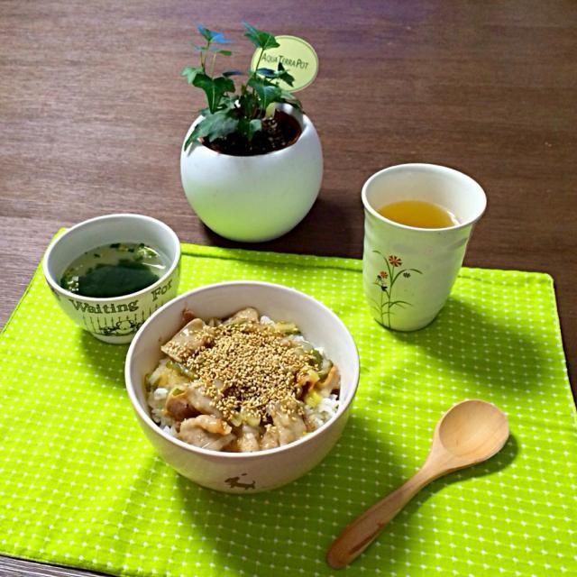 塩だれにもレモンを入れてるから、サッパリ食べられるよ!美味しっ! (^.^) - 16件のもぐもぐ - ネギ塩豚丼、わかめスープ、とうもろこし茶 by pentarou