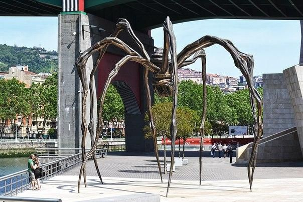 Гигантский паук, Бильбао, Испания.