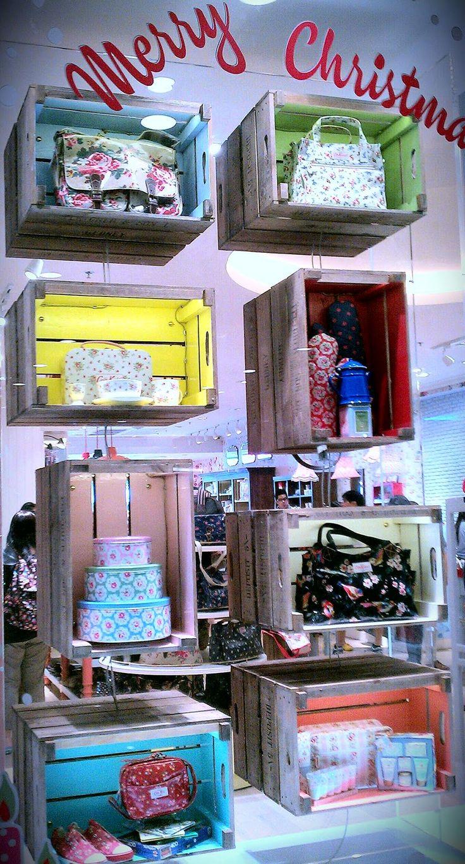 #Binnenetalages #Etalages #Presentaties #Merchandise #RetailTheater #Stap4 www.retailtheater.nl