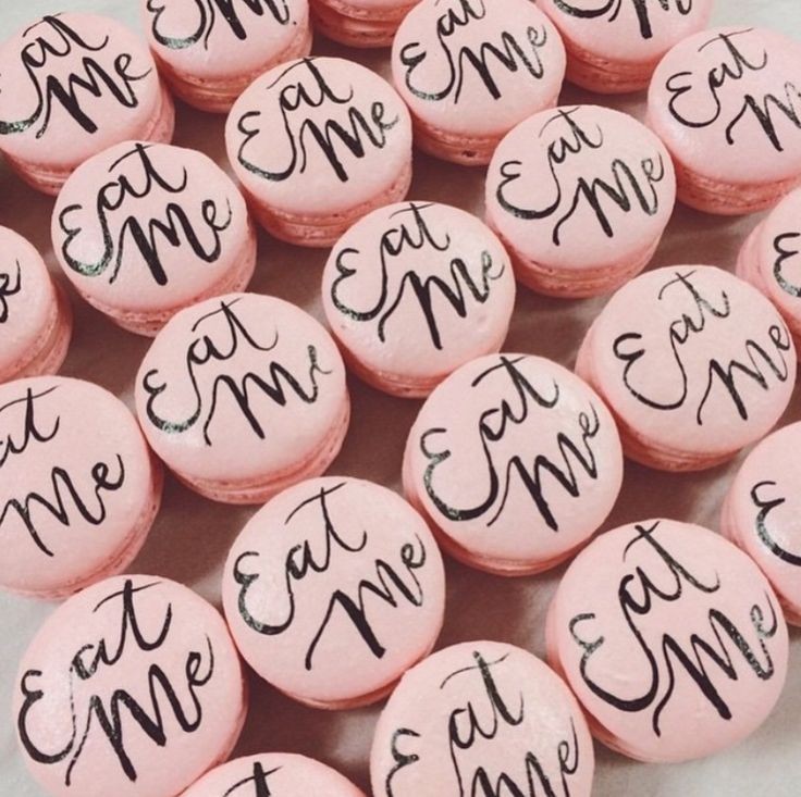 #macarons   Alice in Wonderland #sweetnsaucyshop