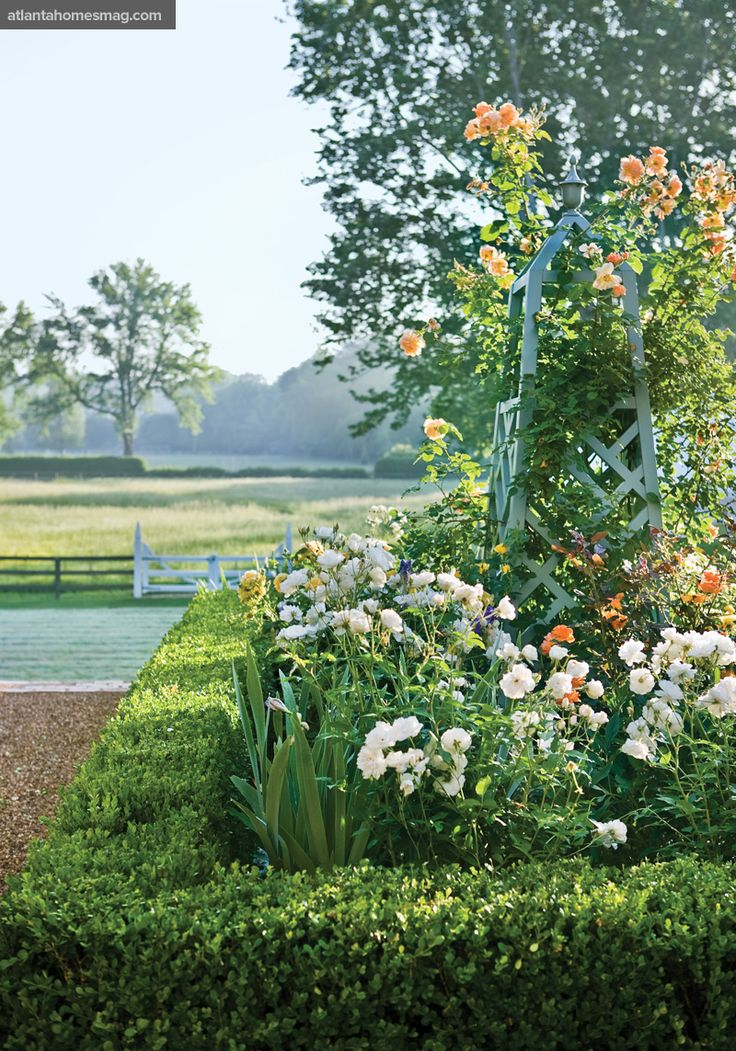 Landscaping With Boxwoods And Roses : Parterre obelisk and trellis gardens hue