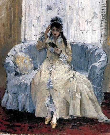 """Berthe Morisot, """"Joven con espejo"""", 1876. Al igual que en """"El espejo psiqué"""", en esta obra Morisot nos permite entrar en los espacios de su propia vida diaria, pues estas escenas se recogen en el dormitorio de la pintora, que se reconoce a través del mobiliario. Las diferencias en la representación con las obras de sus compañeros varones son evidentes: el conocimiento real de los acontecimientos diarios de una mujer burguesa frente a las ficciones vouyeristas. #ProgramaNosotras"""