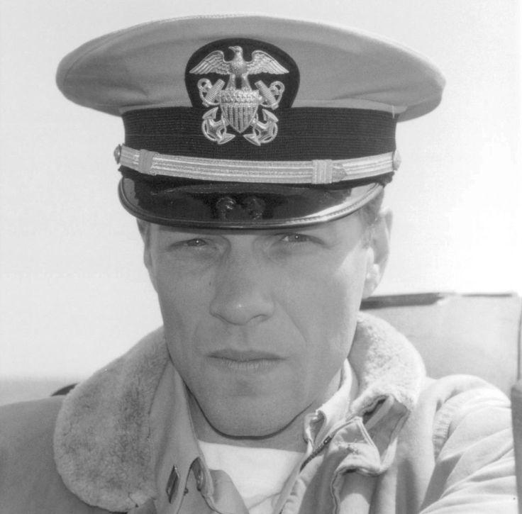 Still of Jon Bon Jovi in U-571 (2000) http://www.movpins.com/dHQwMTQxOTI2/u-571-(2000)/still-1882492416