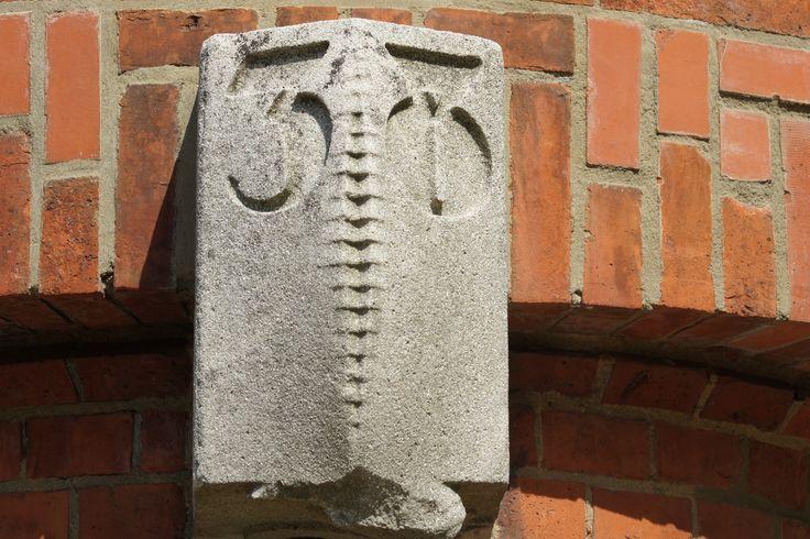 gevelsteen boven de voordeur