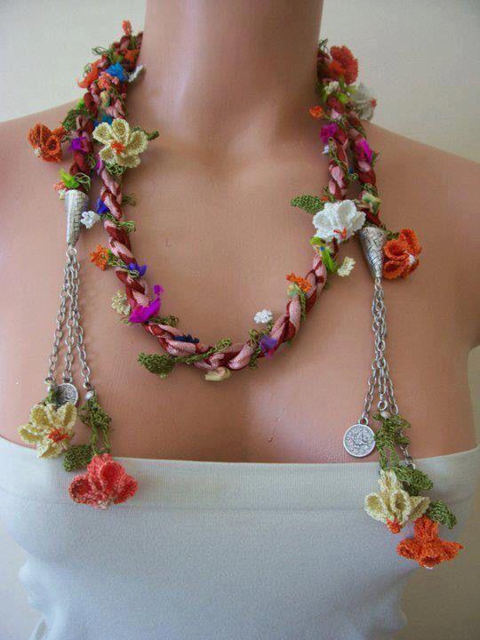 Collar ajustable flores tejidas y cadena