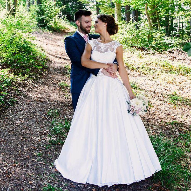 Nevesta vo svadobných šatách Alana  hadassa