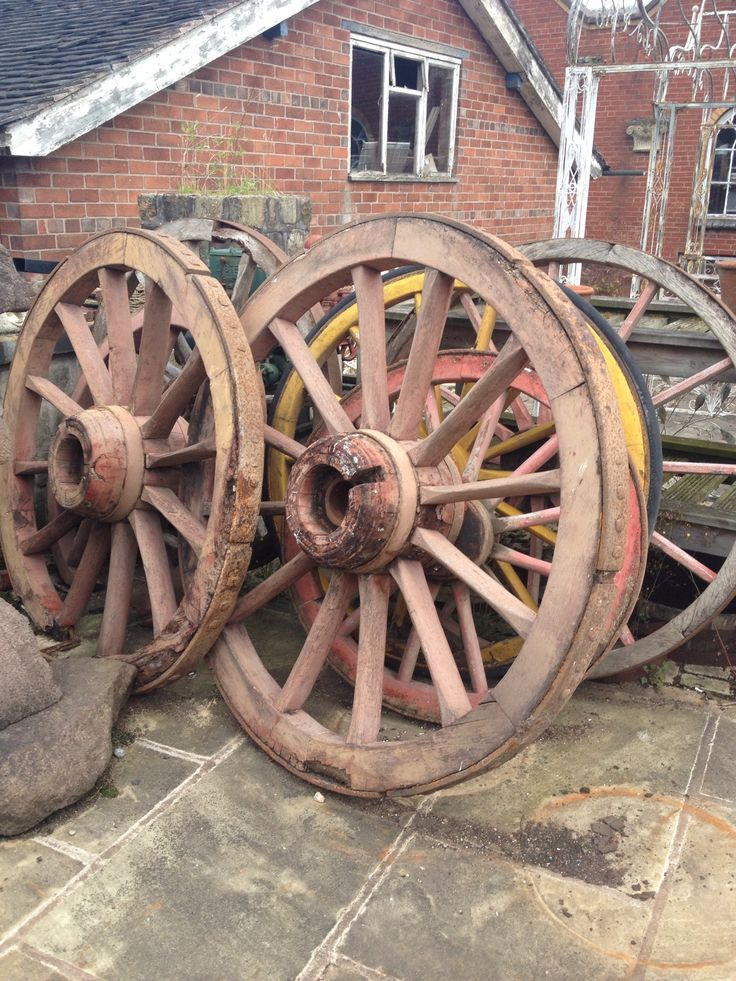 17 best images about things that go round and round on for Things to do with old wagon wheels