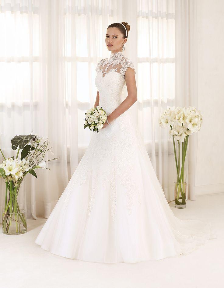 Abito da sposa Delsa, linea Maria Cristiana 2016 F2222 Tulle e pizzo ricamato Colore: Bianco Seta #delsa #delsa2016 #mariacristina #tulle #pizzoricamato #biancoseta #weddingdresses #bridaldresses