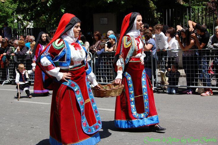 ragazze con il costume di Aritzo
