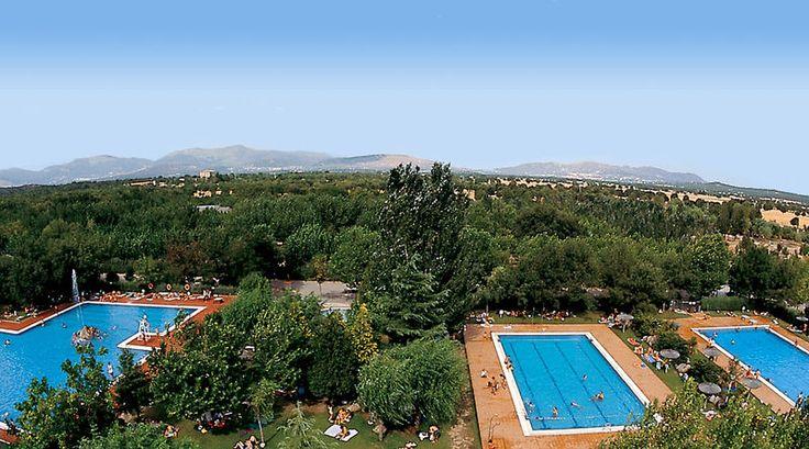 En plein de cœur de l'Espagne, à 50 km de Madrid, le camping Escorial propose des locations de mobil homes, chalets, tentes aménagées, et des emplacements de camping !   Le centre aquatique du camping est composé de 3 piscines extérieures dont un bassin de natation. Une piscine chauffée. Nouveauté Toboggans Spacebowl, Double Slide et Rampslide  !