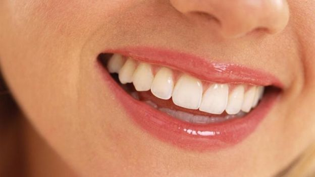 Vi sono centinaia di modi per sbiancare i denti, ma solo uno può farti ottenere un sorriso meraviglioso e denti in soli 5 giorni! ieni a scoprire come fare per avere denti bianchi come la porcellana, a casa e senza andare dal dentista! Visita il sito: http://www.comesbiancaredenti.org/ e troverai pareri, opinioni e consigli su chi ha sbiancato i denti in modo naturale e fai da te!