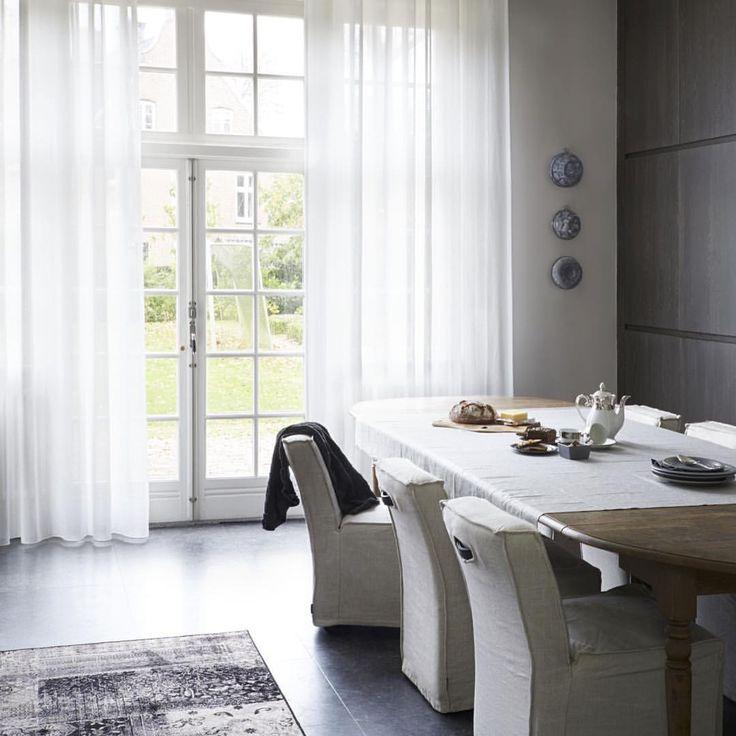 #interior #interieur #interiordesign #interieurstyling #gordijnen #gordijnenopmaat #overgordijnen #klassiek #tapijt #eetkamer