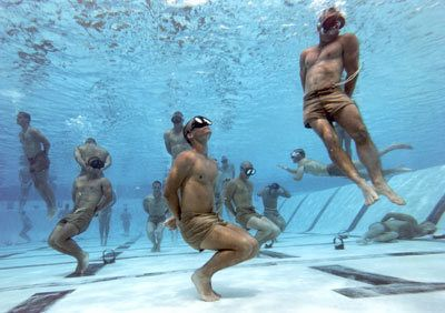 Navy Seal Reveals How To Survive Being Drowned, And It's So Simple. - http://www.lifebuzz.com/drowned/
