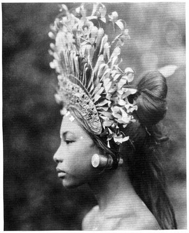 A beautiful yaqui princess ....she kinda looks like me :)
