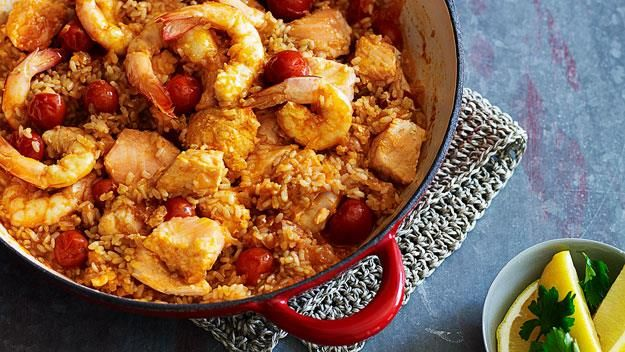A marriage made in heaven, blending hearty prawns and salmon with tomatoes and a brown rice mixture coated in garlic and onion flavour. Great for a dinner party with friends or a wholesome family meal