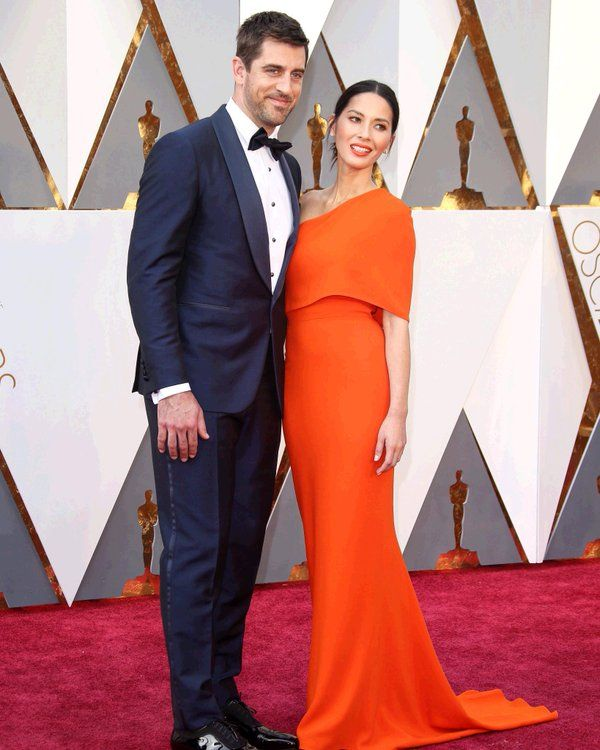 the-football-chick:  Packers quarterback Aaron Rodgers and gf Olivia Munn on the red carpet at tonight's Academy Awards.  Photo via @NFL on twitter  Looking sharp #12