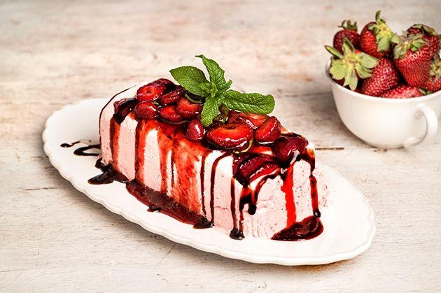 Σεμιφρέντο χωρίς ζάχαρη με φράουλες