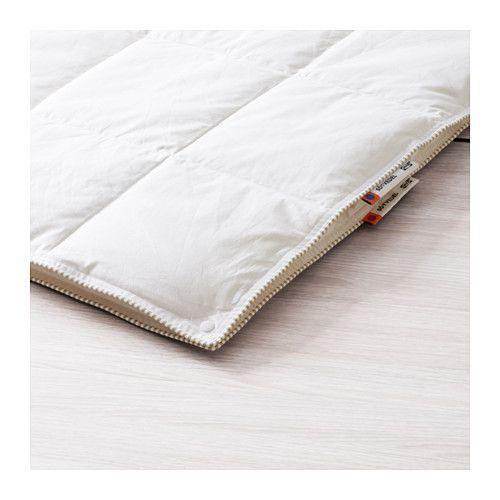 """IKEA - SÖTVEDEL, Couette toutes saisons, 150x200 cm, , """"Trois couettes en une"""" : une couette légère et une couette chaude qui peuvent être assemblées grâce à des boutons pression pour obtenir une couette très chaude.Le garnissage de duvet et de plumes absorbe et évacue l'humidité pour créer un environnement de sommeil confortable et au sec toute la nuit.Offre un environnement de sommeil au sec, à la température homogène, grâce au garnissage et à la housse en coton q..."""