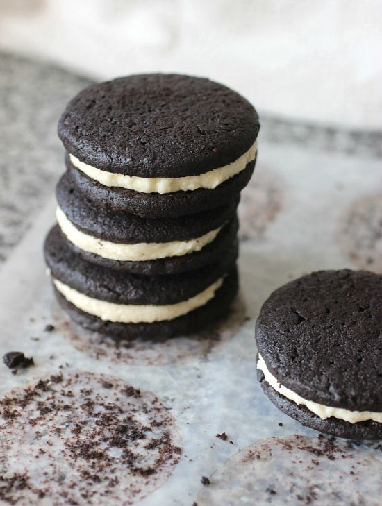 A superb recipe for HOMEMADE OREO COOKIES from Flour Bakery. Very easy to make, these treats will become a family favorite in no time.