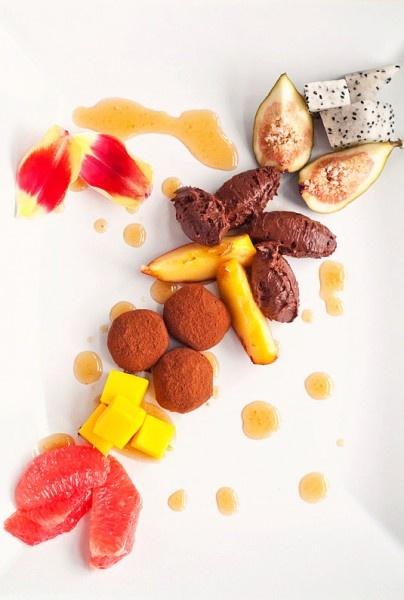 Chocolate truffles, chocolate mousse, exotic fruits- Ciocolată şi fructe exotice « KissTheCook