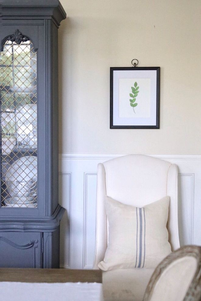 Wall Color Restoration Hardware Linen. Trim Paint Color Benjamin Moore, Dove White Home Bunch's Beautiful Homes of Instagram @cambridgehomecompany