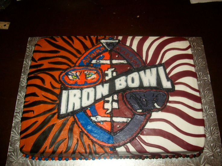 This is a very cool Iron Bowl Cake  #IronBowl  #AuburnFootball #AlabamaFootball     For Awesome Sports Stories and Audio Podcast, Visit our Blog at www.RollTideWarEagle.com