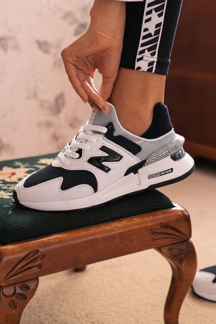 Épinglé sur 500 Baddie Sneakers | Outfit Shoes 2021