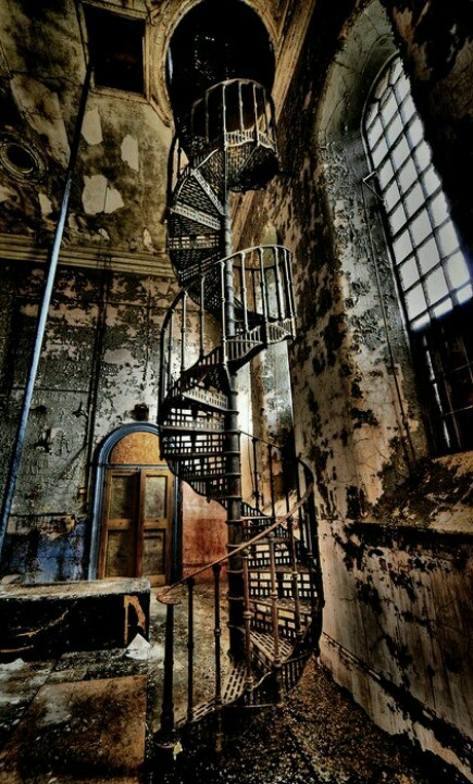 abanded warehouse Lincolnshire,England. You don't know how bad I wanna go here! I see an adventure :)