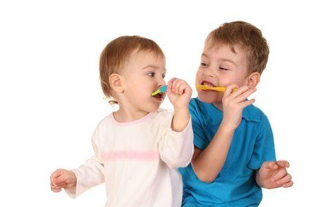 Quels sont les soins dentaires appropriés pour les enfants ? - http://genevieverompre.com/quels-sont-les-soins-dentaires-appropries-pour-les-enfants/