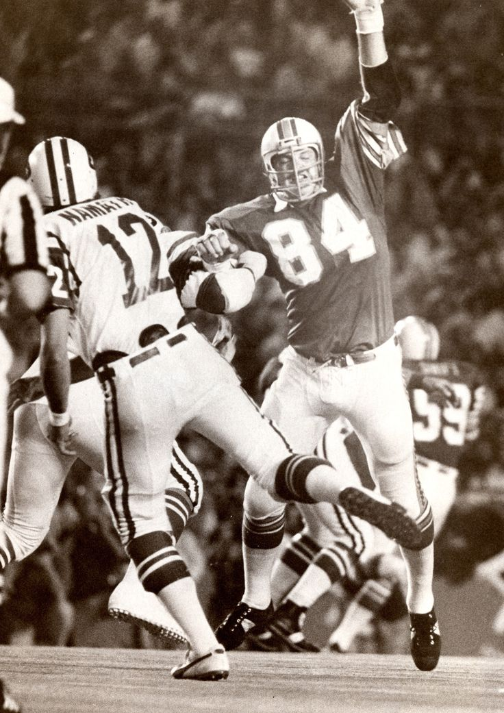 Former Miami Dolphins defensive lineman Bill Stanfill, a member of the 1972 undefeated team, died Thursday at 69.