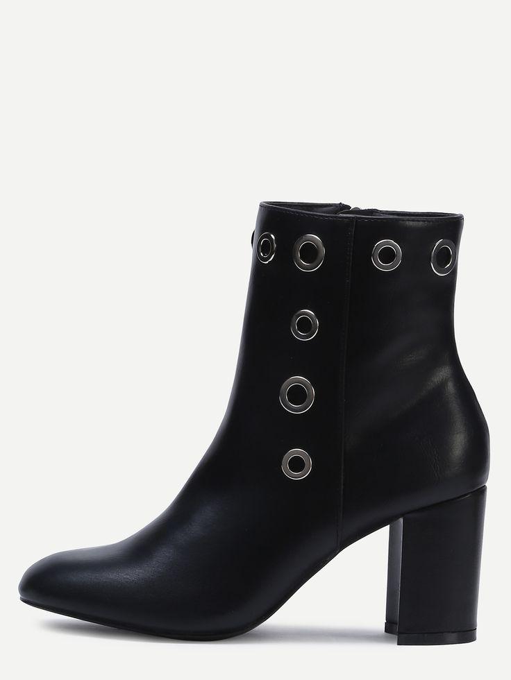 Чёрные остроносые кожаные сапоги на каблуках