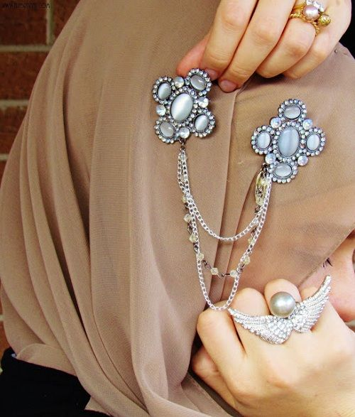 Hijab pin accessory. Glam it up.