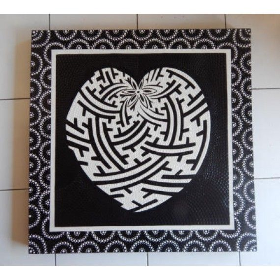 Lukisan dot painting motif hati  Panjang : 70 cm  Lebar : 70 cm  Bahan : Kanfas, Cat Vynilex  Lukisan ini menggunakan Teknik Melukis Dot (Dot Painting).  Lukisan titik (dot painting) ini menggambarkan sebuah cerita. Pelukis dot menciptakan gambar dengan menerapkan titik-titik berbagai warna, dengan menggunakan alat-alat primitif seperti tongkat, duri moncong dan paku yang di lakukan pada suku Aborigin. Tapi sekarang sebagian seniman memadukan seni Lukisan titik (dot painting) dengan ide…
