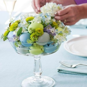 eggs in compoteEggs Dishes, Easter Centerpieces, Easter Table, Flower Centerpieces, Easter Decor, Spring Centerpieces, Easter Eggs, Floral Arrangements, Easter Ideas