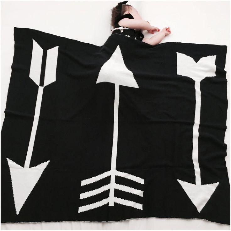 CarlijnQ - Knitted blanket - Arrow