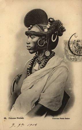 Coiffe d'une femme Sénégalaise . Foulah woman photographed in Senegal | © Edmond Fortier - postcard from Africa |. ca 1900 - 1904.