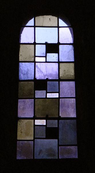Un vitrail de l'église romane de Chanaleilles en Haute Loire (43) Stained glass window, Chanaleilles (Haute Loire, France)