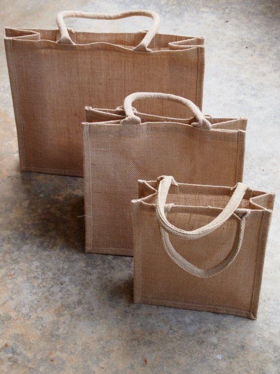 He encontrado este interesante anuncio de Etsy en https://www.etsy.com/es/listing/170799983/burlap-jute-tote-beach-shopping-bag