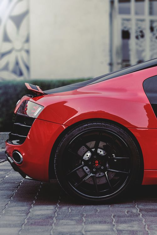 Audi R8 in sexy red