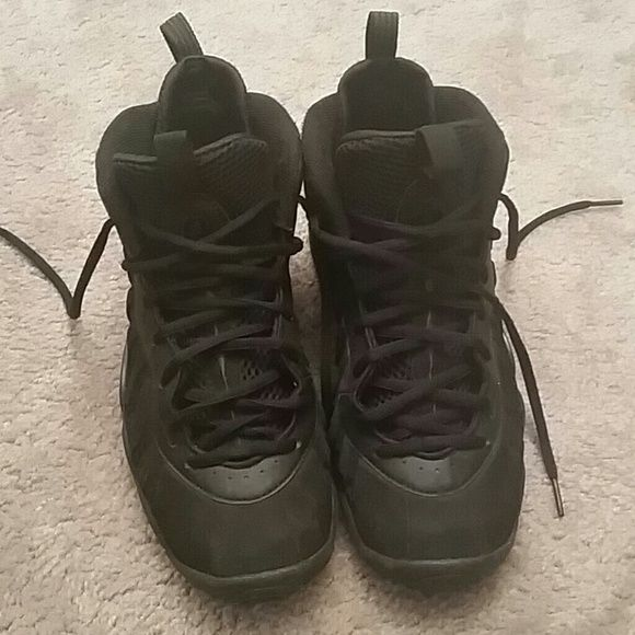 Black Foamposites Black Foamposites has been worn. No padding in shoe. Nike Shoes
